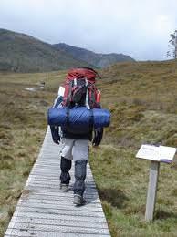 La mochila nos permite escalar nuestra montaña vital